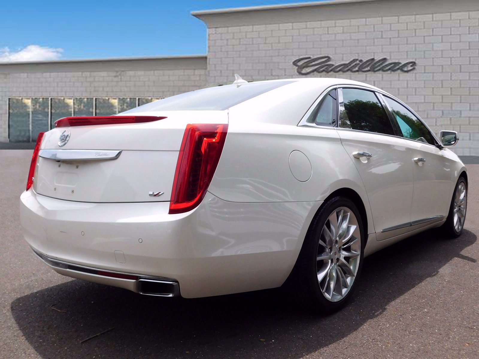 Pre-Owned 2014 Cadillac XTS Platinum